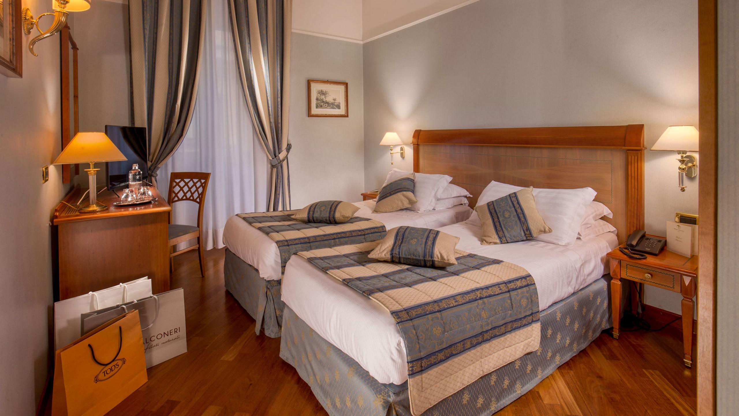albergo-ottocento-rome-triple-room-deluxe-12