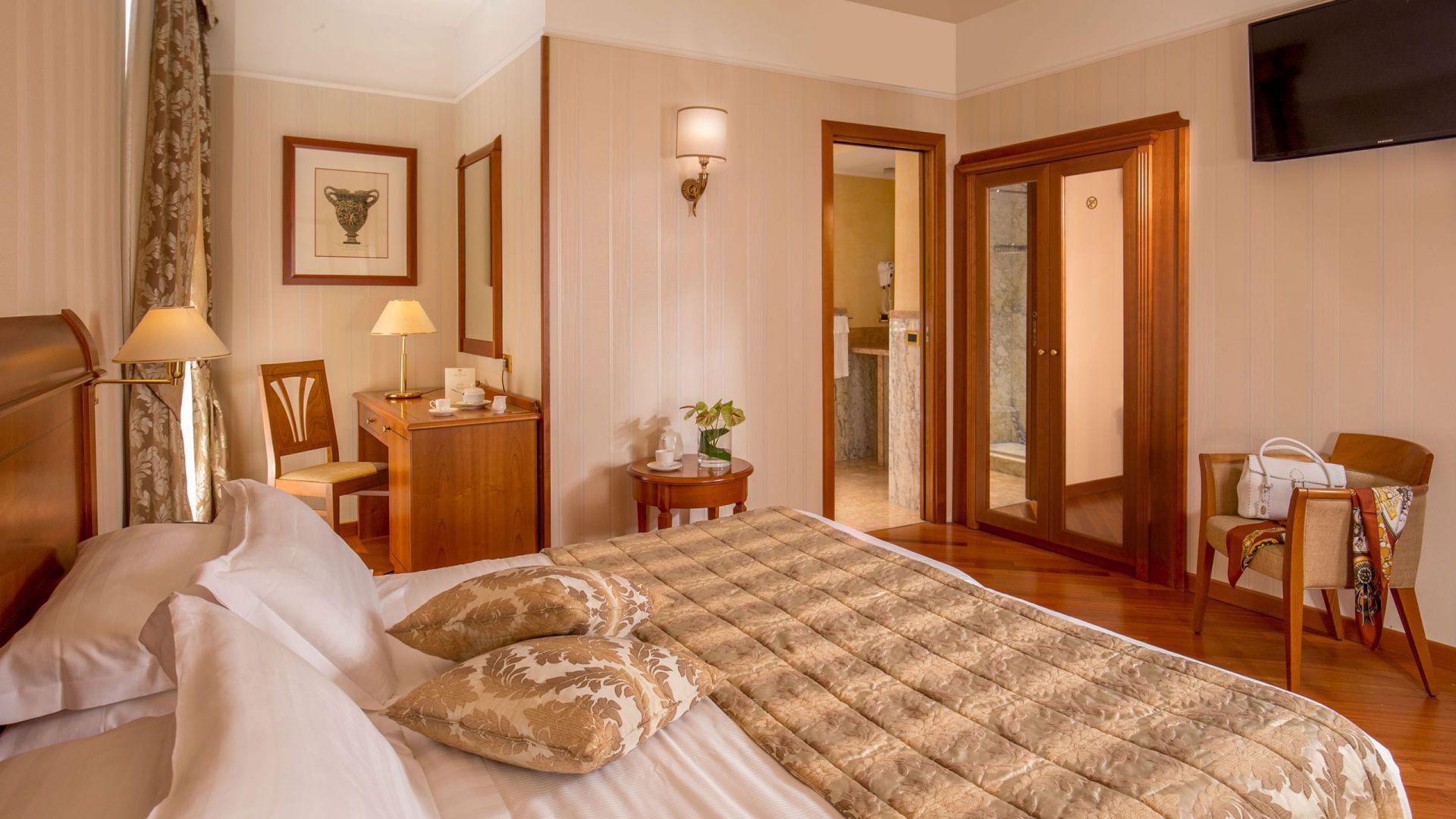 albergo-ottocento-rome-chambre-double-deluxe-04