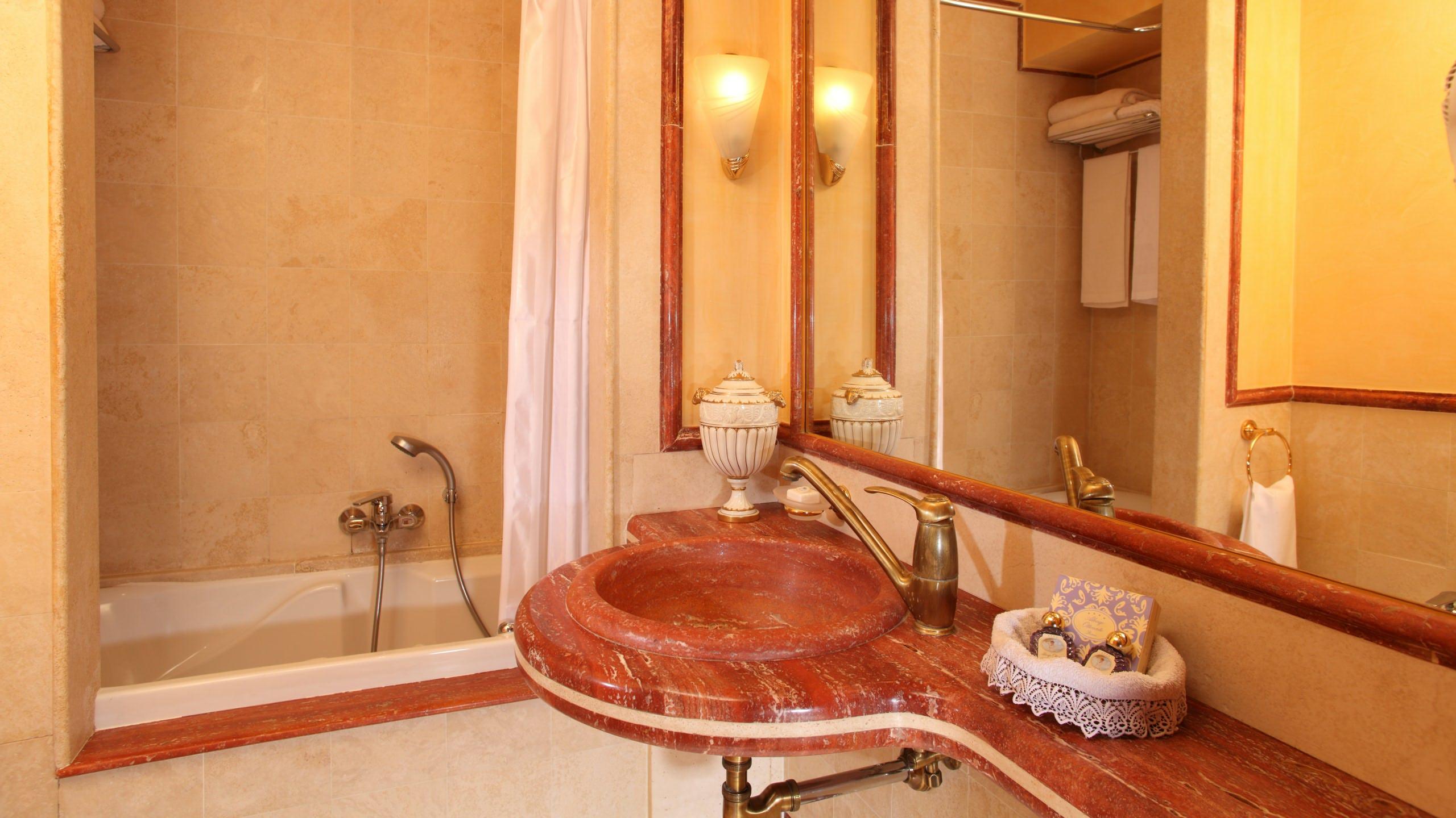 albergo-ottocento-rome-bathroom-19